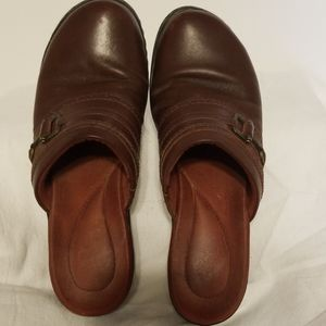 Clarks leather clogs size 7 1/2